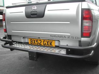 Nissan Navara D22-D23 Single And Extra Cab Uk Black Rear Bar With Tow