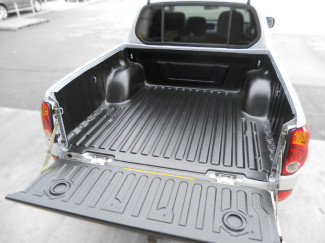 Mitsubishi L200 5 05-09 Double Cab bed tray liner under rail