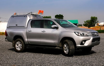 High roof Gullwing truck top on a Toyota Hilux