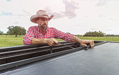 Retractable Roll N Lock tonneau cover